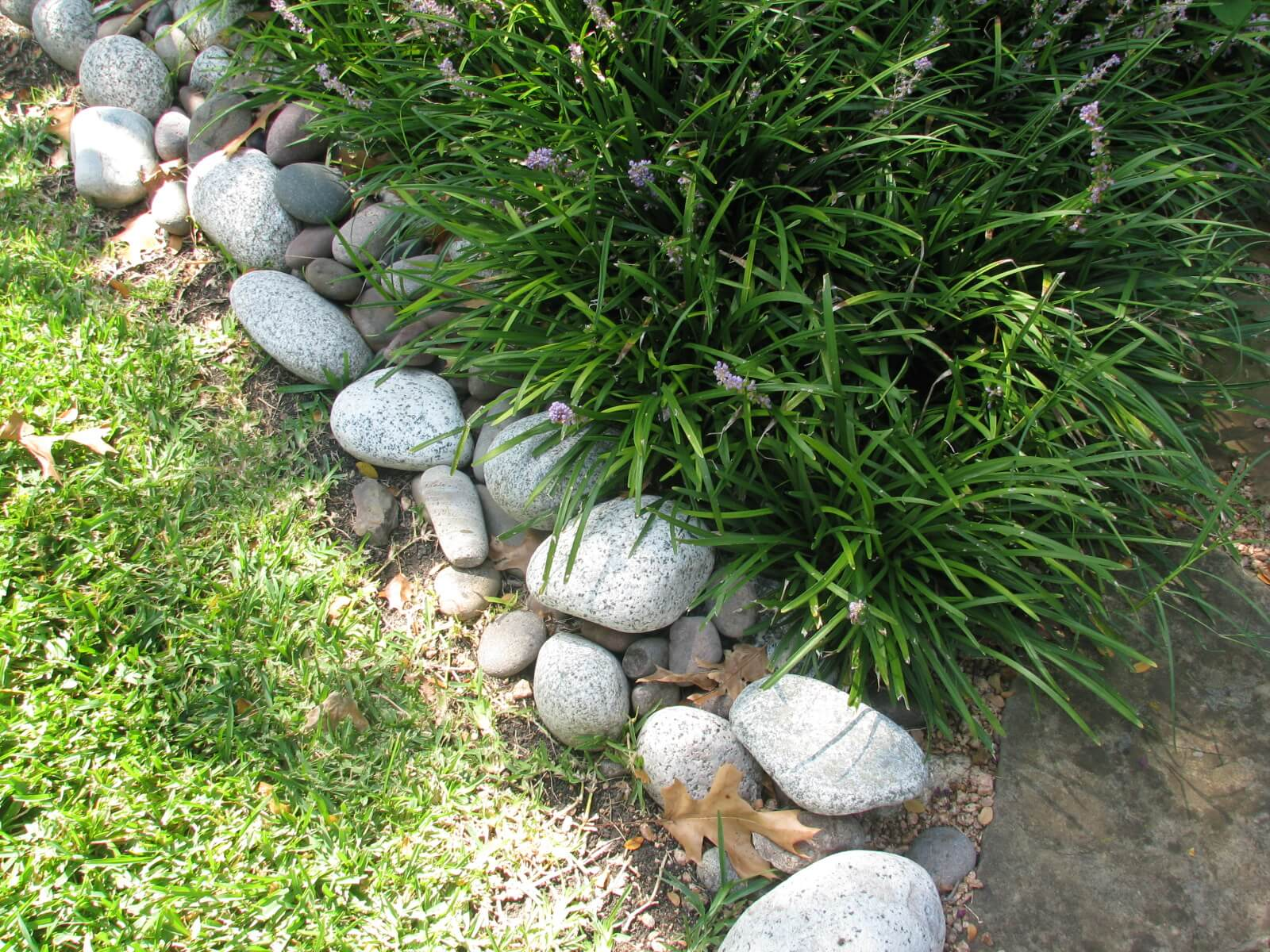 Landscape borders for Installing river rock landscaping